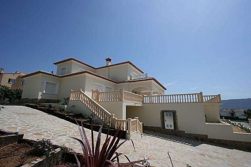 Villa de nueva construcción totalmente acabada