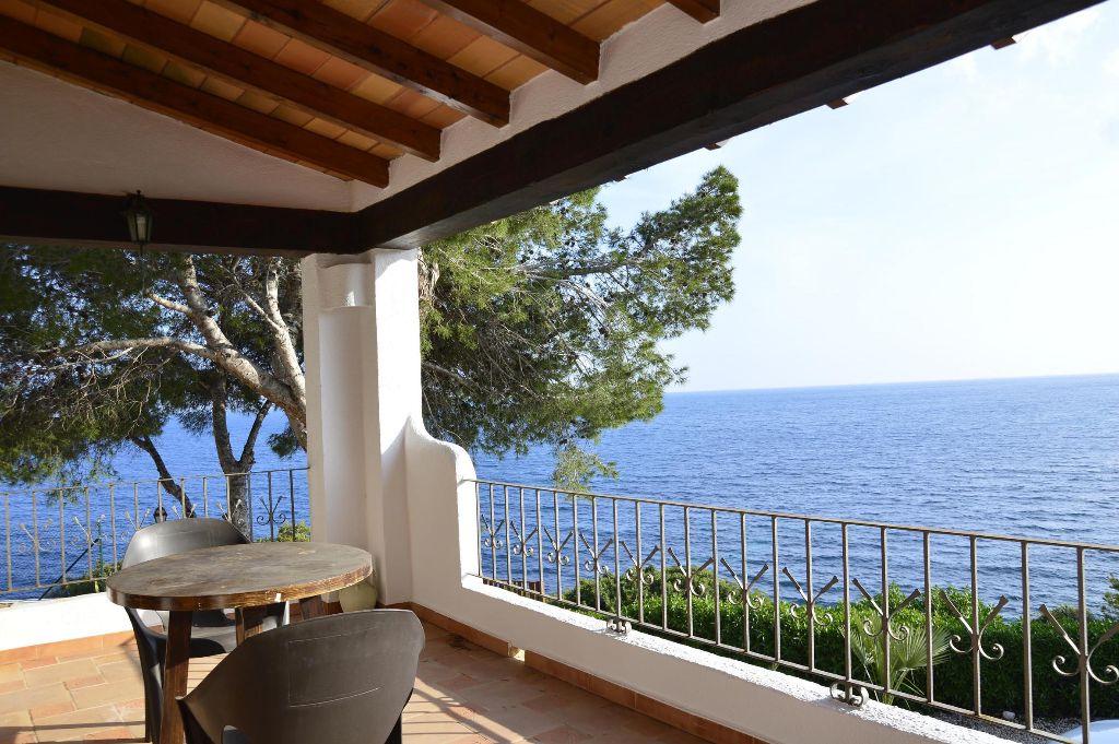 Casa adosada en primera línea con fantásticas vistas al mar