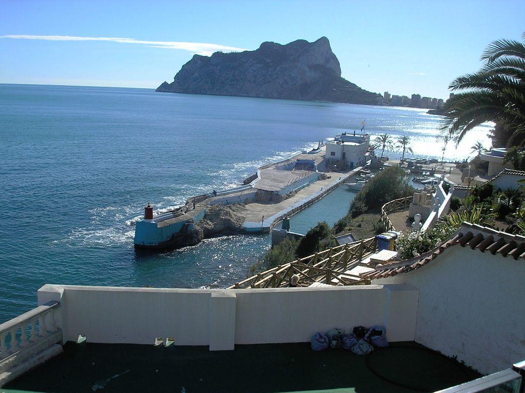 Villa con estilo moderno situada en primera línea de mar