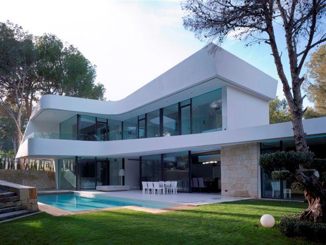 Villa muy privada con estilo moderno