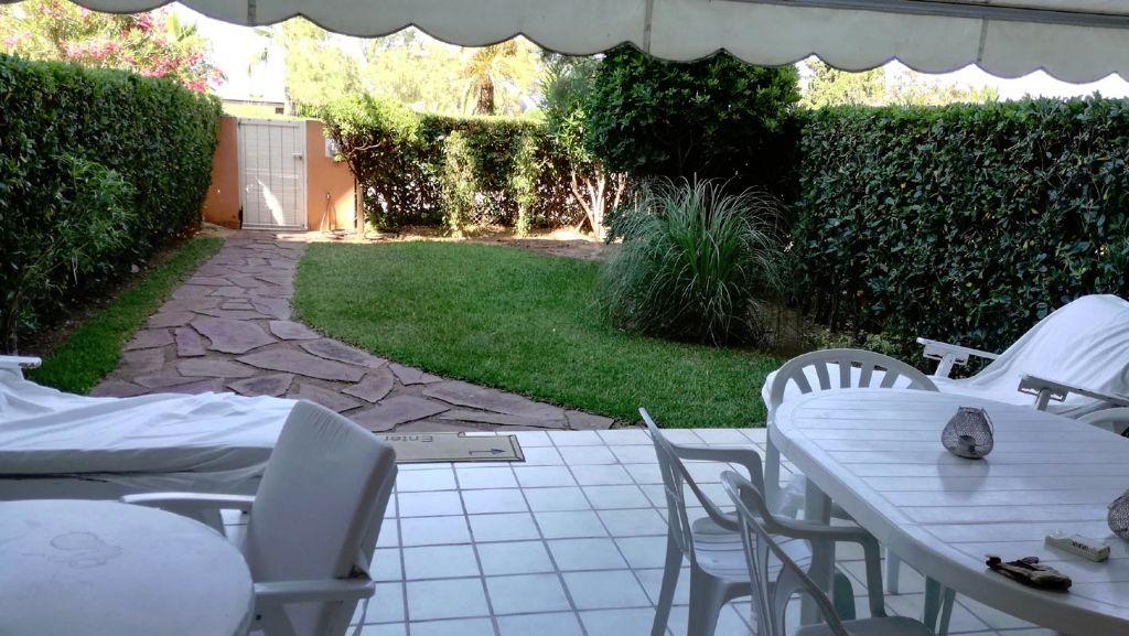 Apartamento bajo con jardín privado