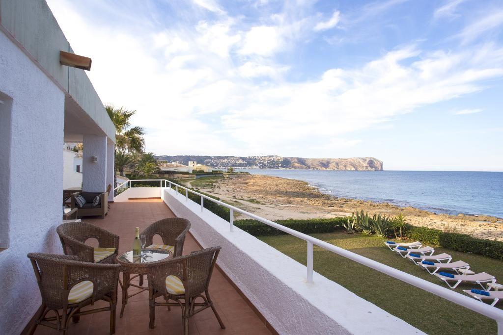 美丽的别墅位于海滨