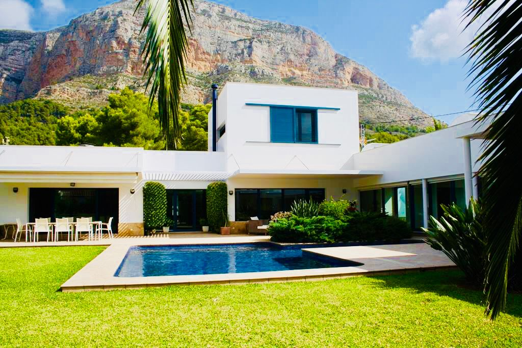 Villa con estilo moderno en el Montgó