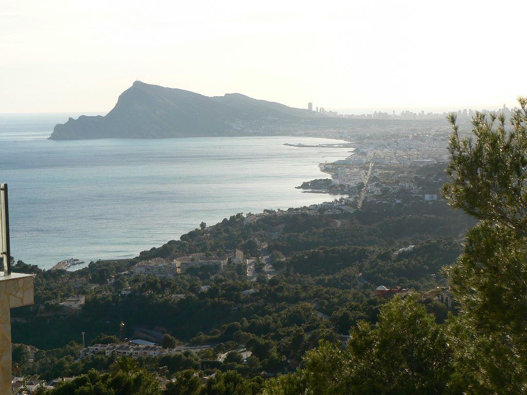 Parcela soleada con vistas al mar en Altea Hills