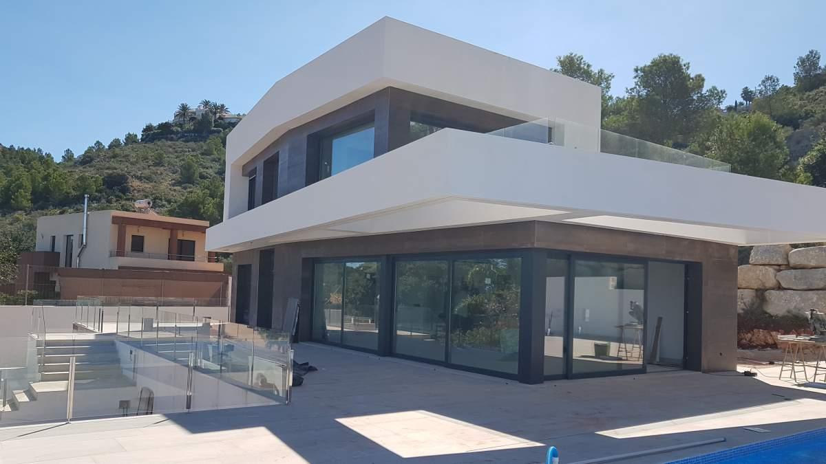 Villa de nueva construcción con vistas al mar