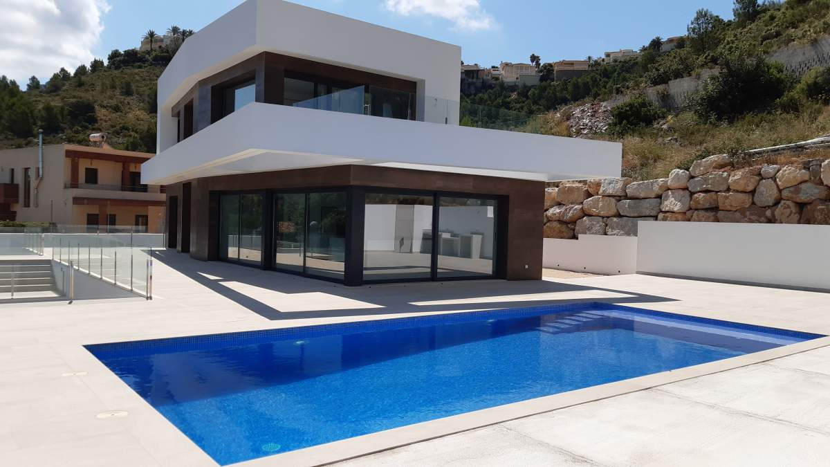 Newly built villa with sea views