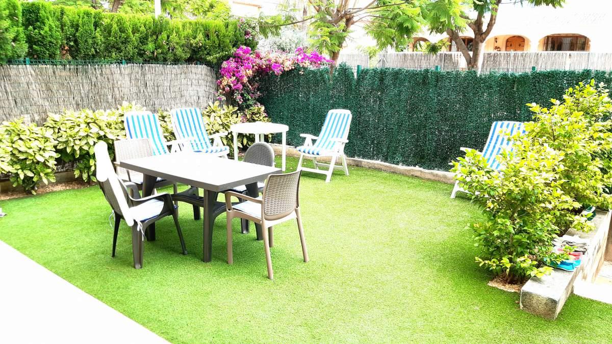 Apartamento bajo con jardín privado en alquiler de temporada